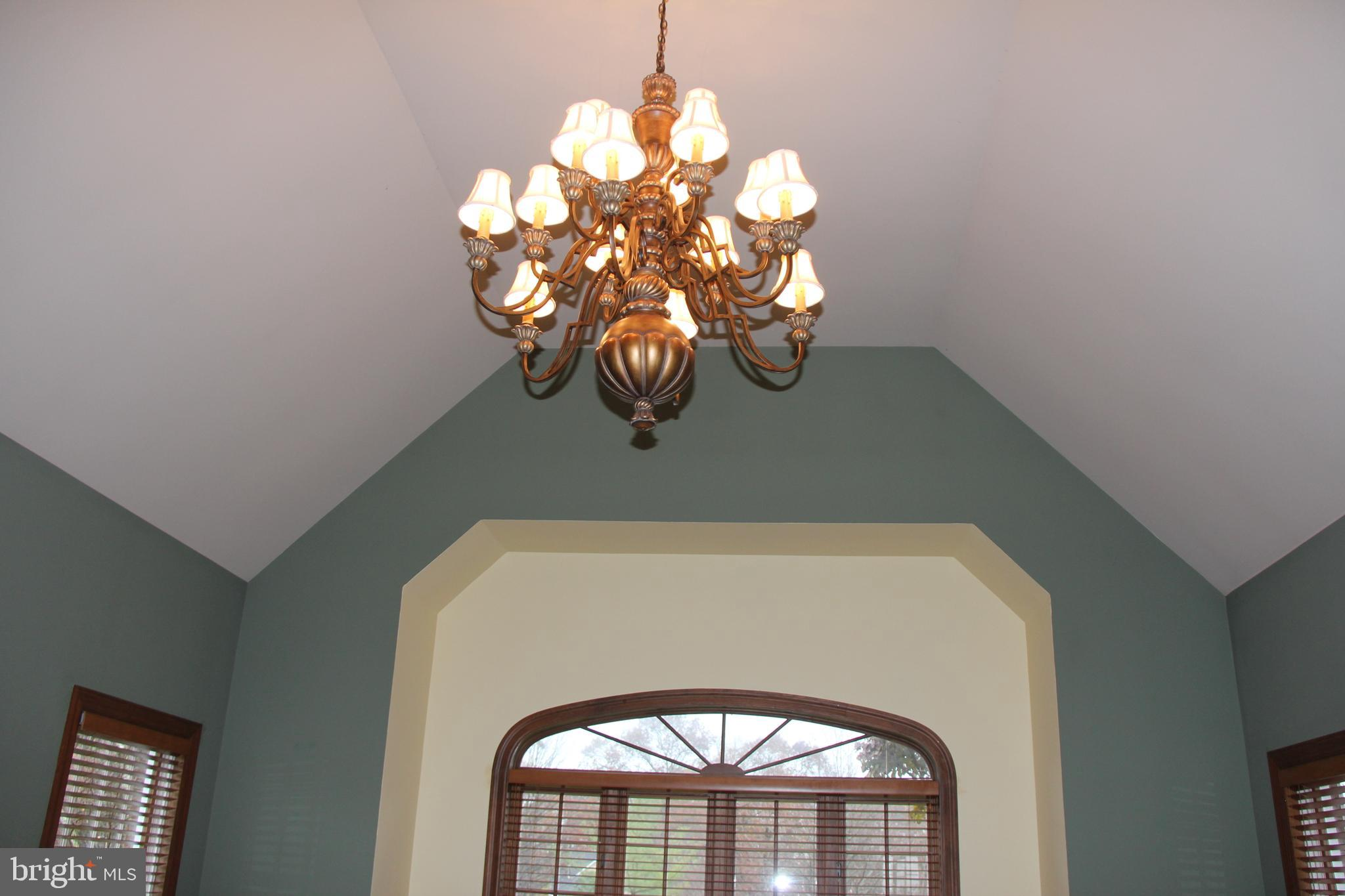15 ft ceiling