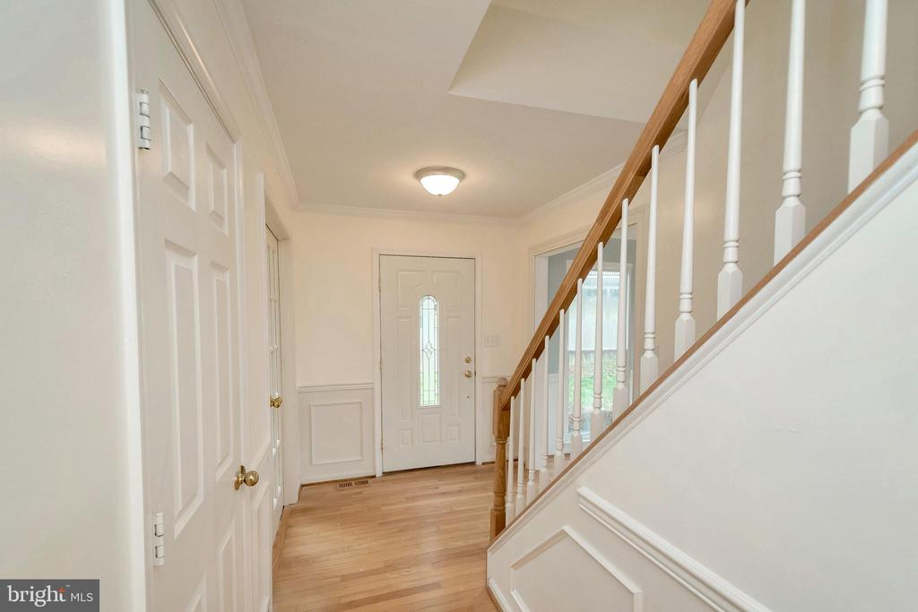 Foyer/Front Door from Kitchen - 64 BRITTANY LN, STAFFORD
