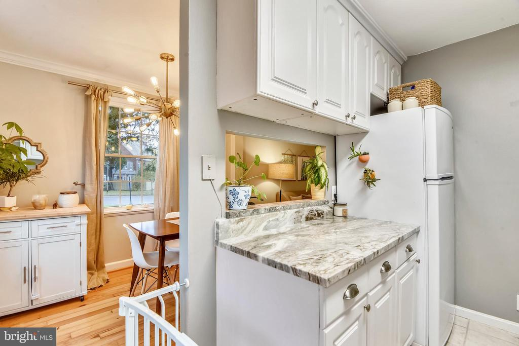 White cabinetry - 3327 S STAFFORD ST, ARLINGTON