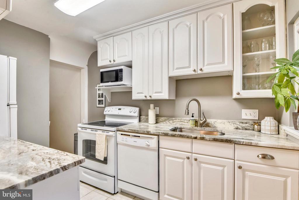 New granite countertops! - 3327 S STAFFORD ST, ARLINGTON