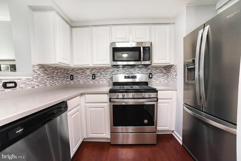 Brand NEW SS Appliances - 3835 9TH ST N #107E, ARLINGTON