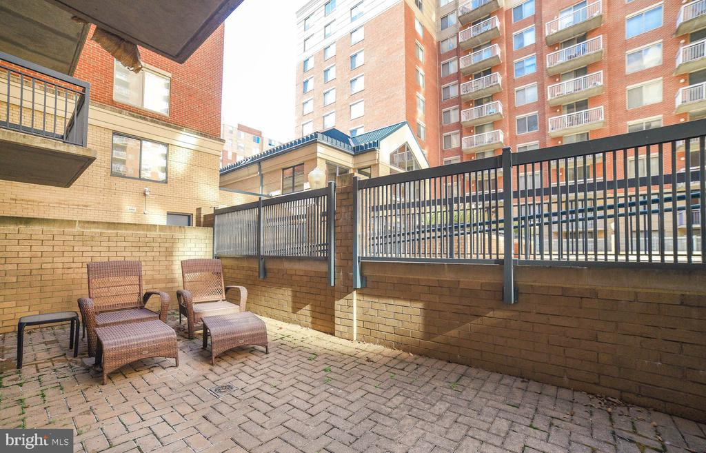 1st Floor Patio Facing Pool - 3835 9TH ST N #107E, ARLINGTON