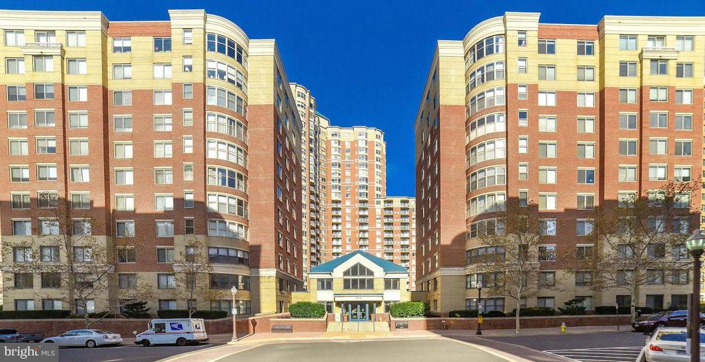 Welcome to Beautiful 3835 9th St N! - 3835 9TH ST N #107E, ARLINGTON
