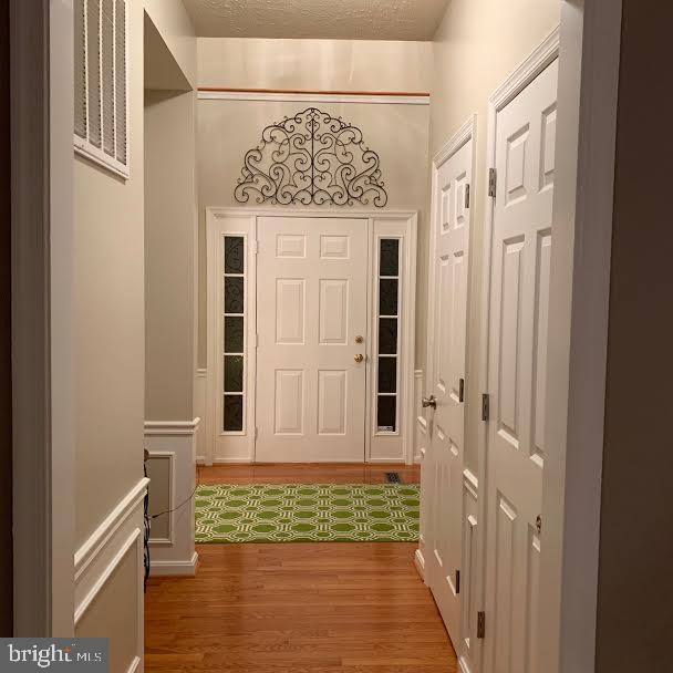 This is the front hall looking at the front door - 10202 BLAKELY ST, FREDERICKSBURG