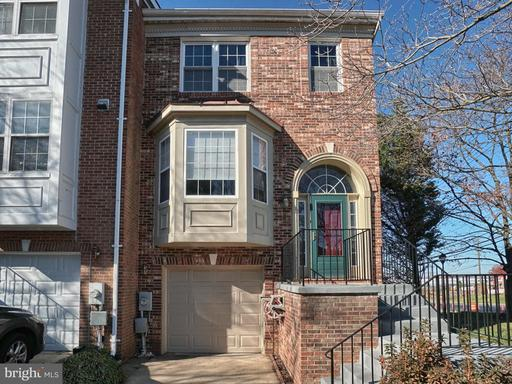 32 CARRIAGE WALK CT