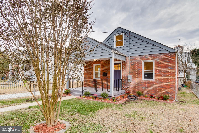 Property pour l Vente à Brentwood, Maryland 20722 États-Unis