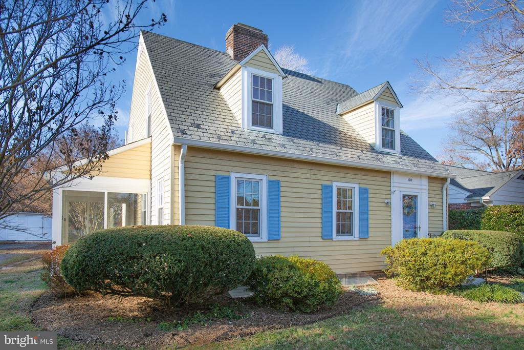 Sweet Cape Cod with mature landscaping - 1612 FRANKLIN ST, FREDERICKSBURG