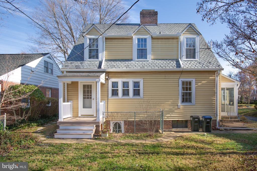 Slate roof shines atop this home - 1612 FRANKLIN ST, FREDERICKSBURG