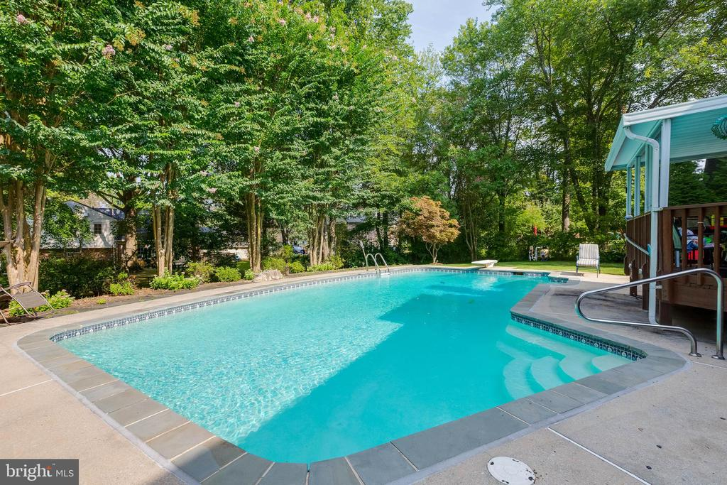Enjoy summers in the pool - 4301 NORBECK RD, ROCKVILLE