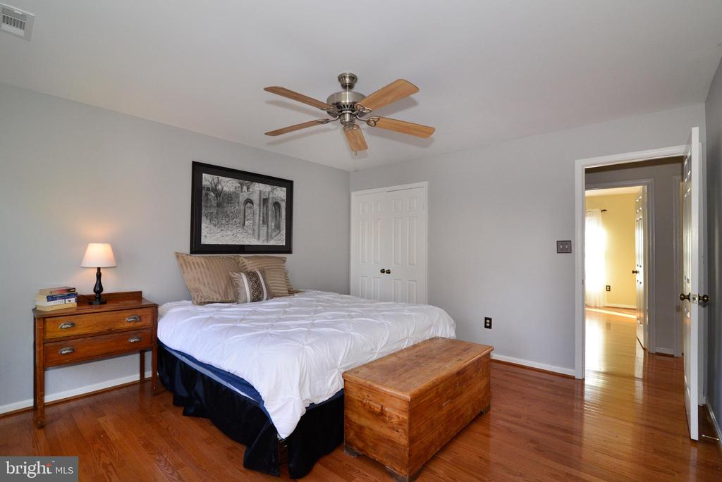 This room is larger than expected-great layout - 13703 HOLTON PL, CHANTILLY