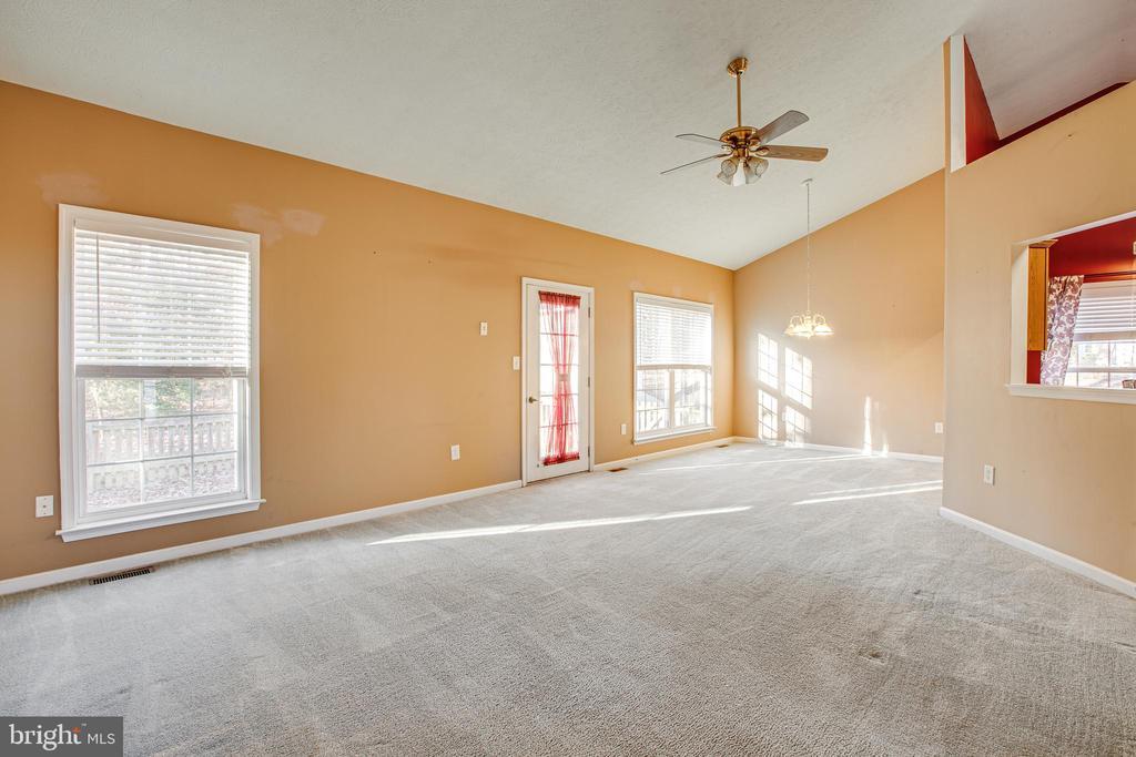 Living Room/Family Room - 1005 LAKE HERITAGE DR, RUTHER GLEN