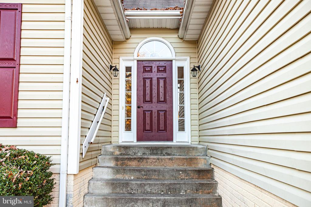 Front Door Entrance - 1005 LAKE HERITAGE DR, RUTHER GLEN