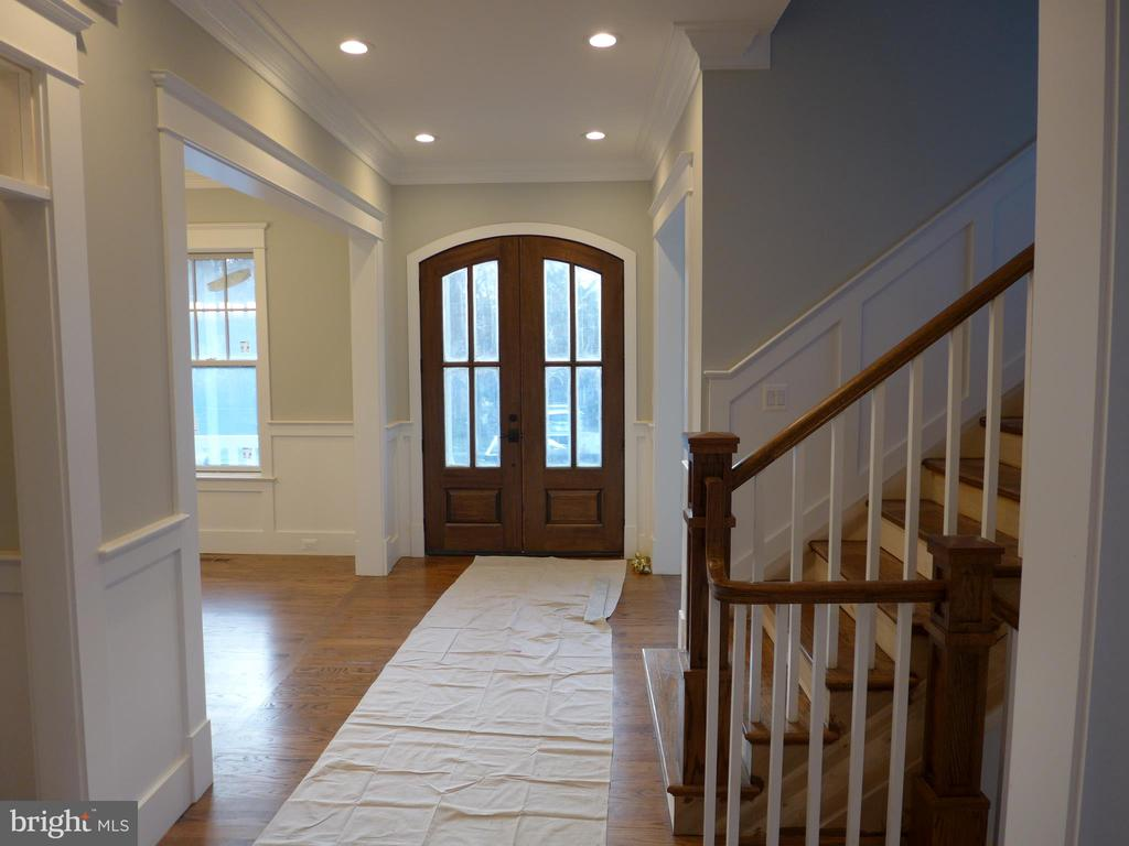 Interior - Front door / foyer / hallway - 2007 N INGLEWOOD ST, ARLINGTON