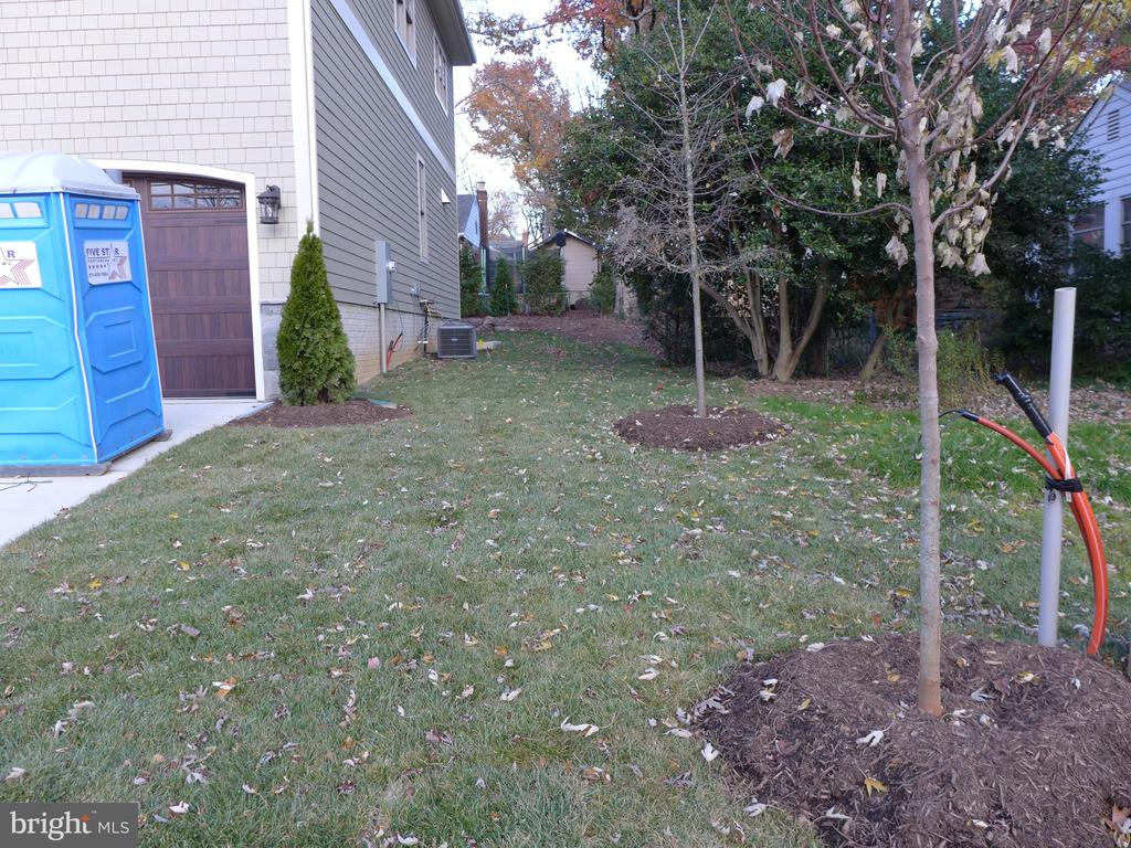 Exterior - side yard - 2007 N INGLEWOOD ST, ARLINGTON