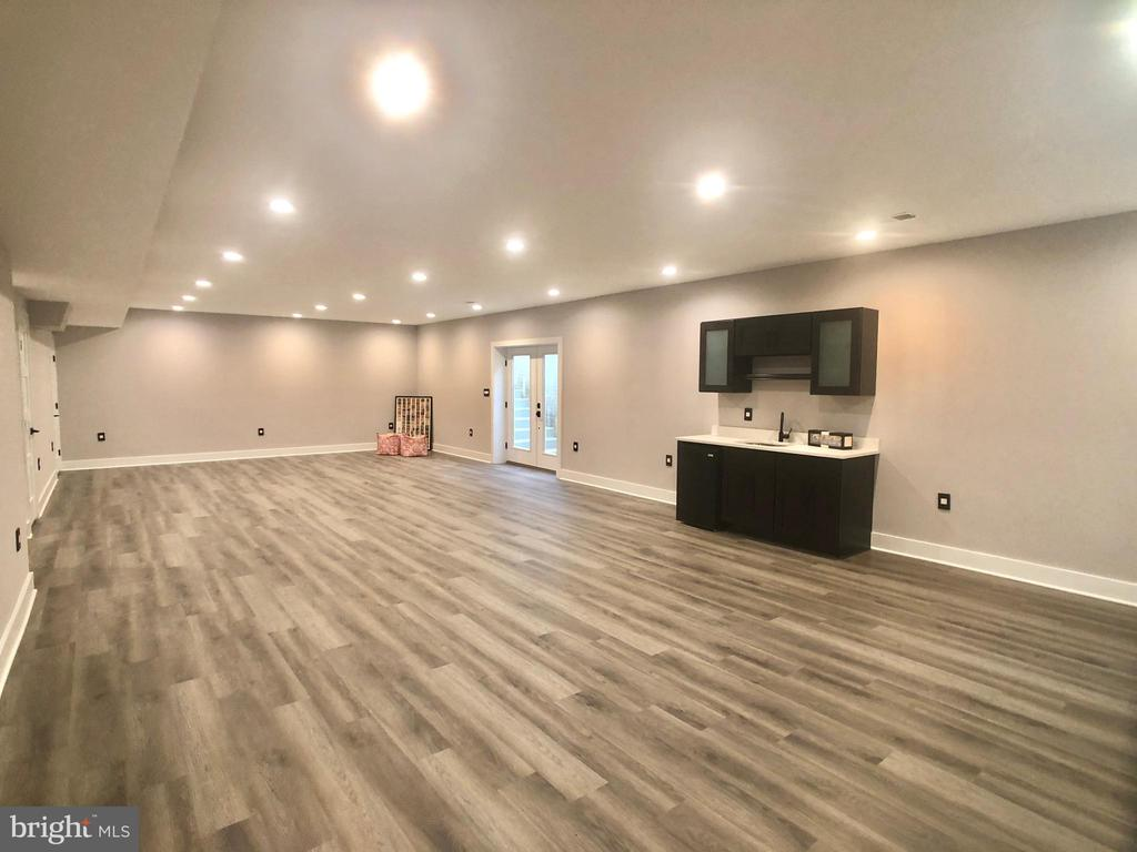 Basement recreational room with wet bar - 2144 PIMMIT DR, FALLS CHURCH