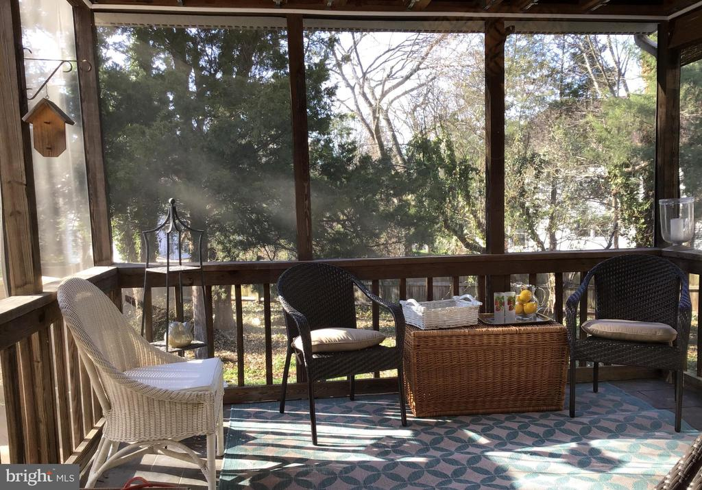 Enjoy breakfast on the screened porch - 13703 HOLTON PL, CHANTILLY