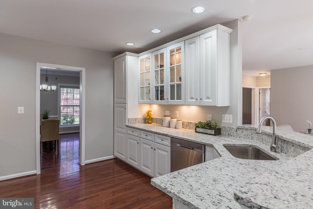 Updated Kitchen! New Granite Counters! - 13232 KAHNS RD, MANASSAS