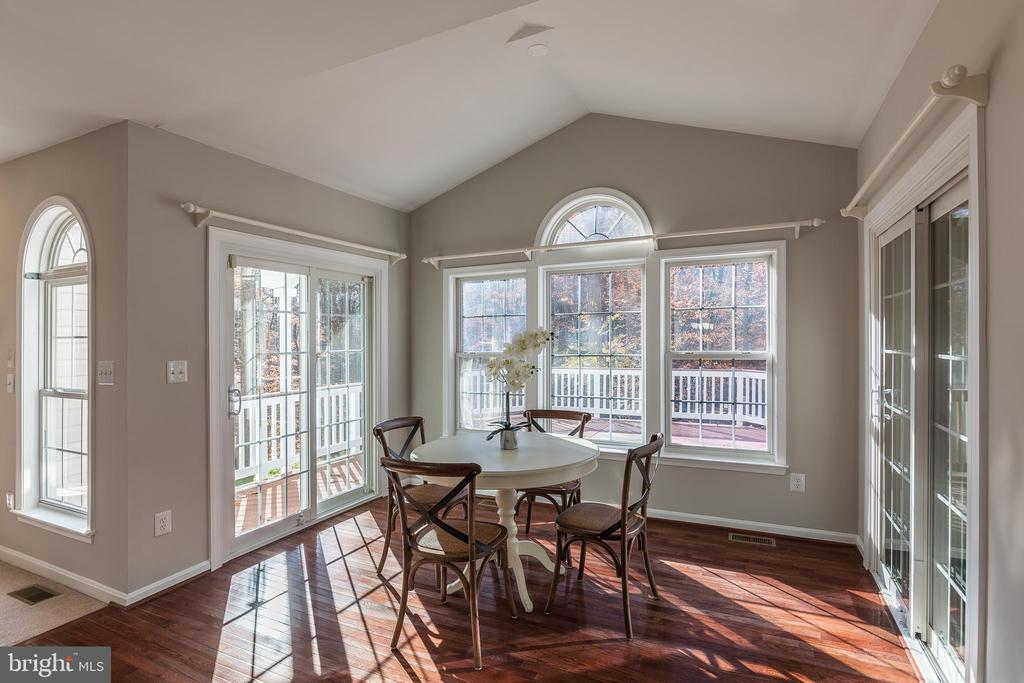 Breakfast Nook with Vaulted Ceilings - 13232 KAHNS RD, MANASSAS