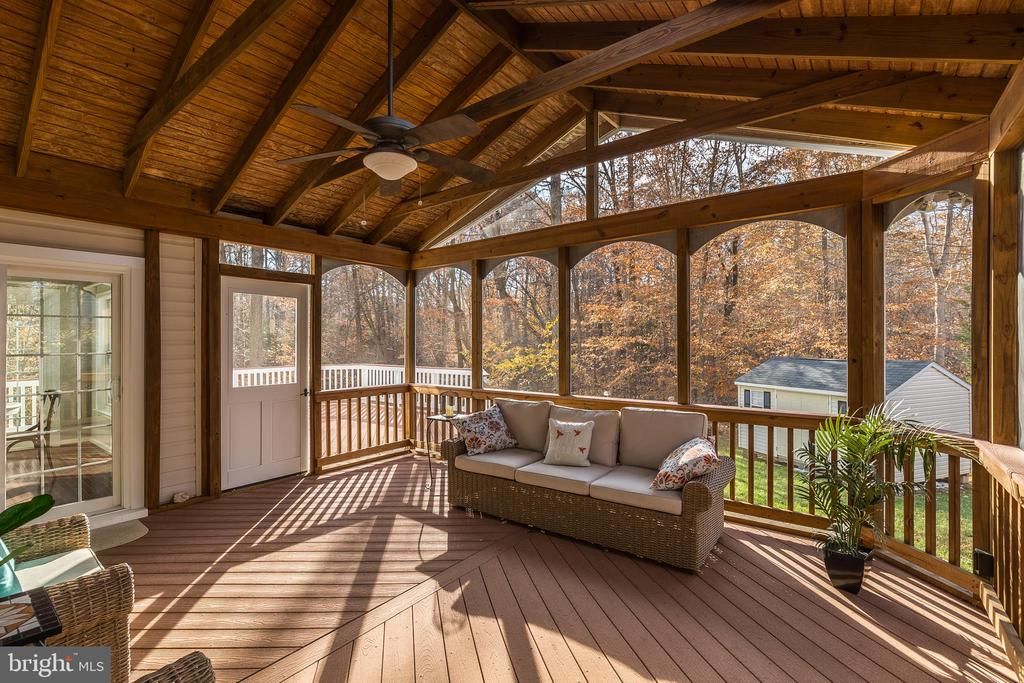 Relax in the Screened In Porch! - 13232 KAHNS RD, MANASSAS