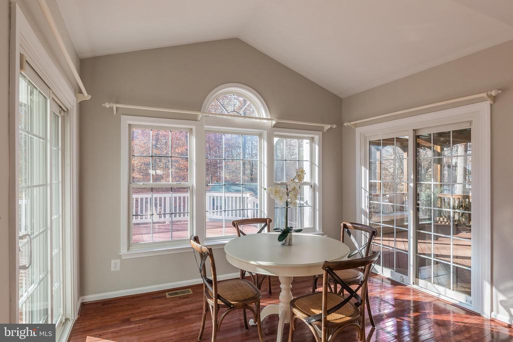 Palladian Windows and Dual Sliding Glass Doors - 13232 KAHNS RD, MANASSAS