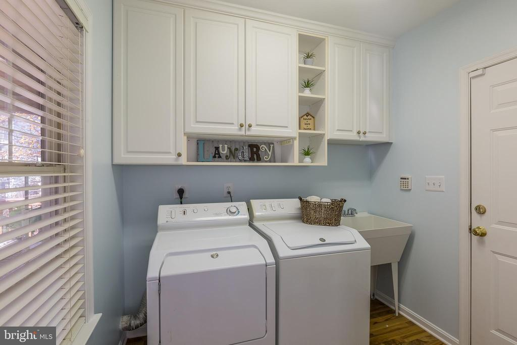 Laundry Room with Utility Sink - 13232 KAHNS RD, MANASSAS