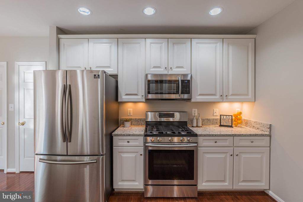 New Stainless Steel Appliances - 13232 KAHNS RD, MANASSAS