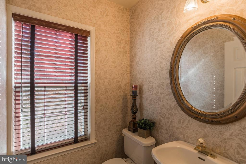 Main Level Powder Room - 13232 KAHNS RD, MANASSAS