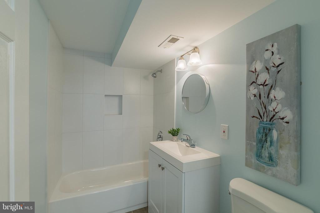 Full Lower Level Bath - 13232 KAHNS RD, MANASSAS