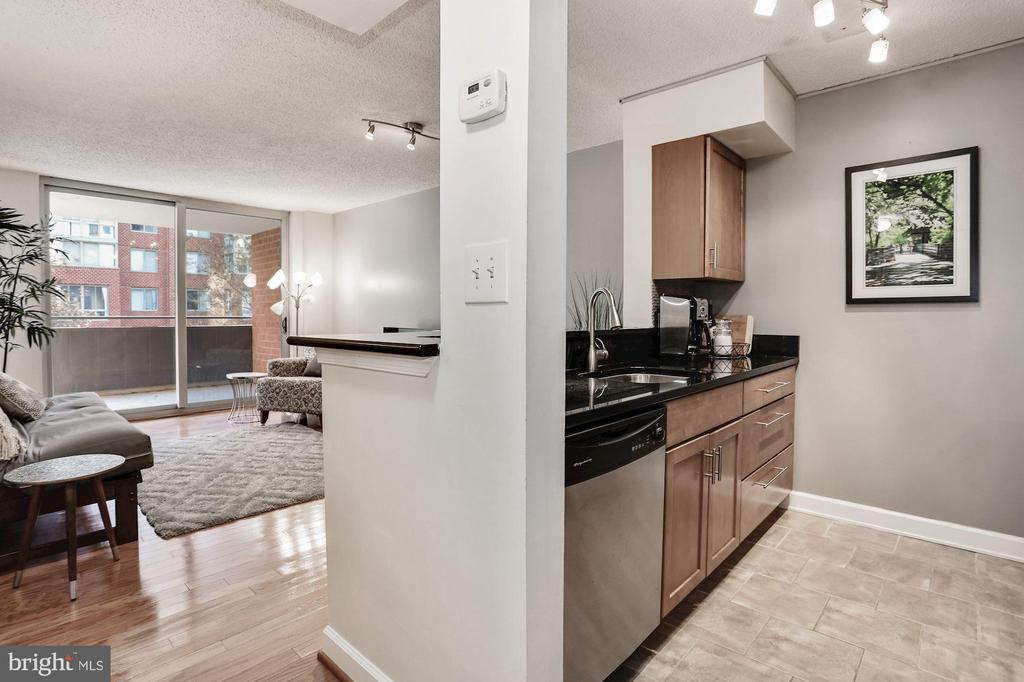 Beautiful open floor plan - 1024 N UTAH ST #219, ARLINGTON
