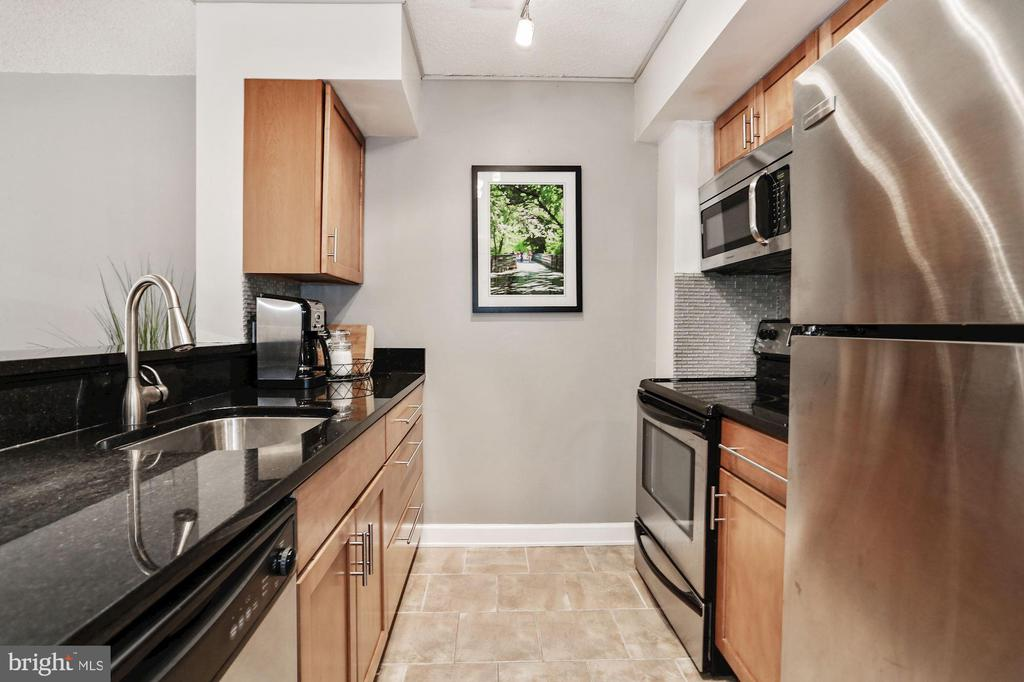 Stainless steel appliances - 1024 N UTAH ST #219, ARLINGTON