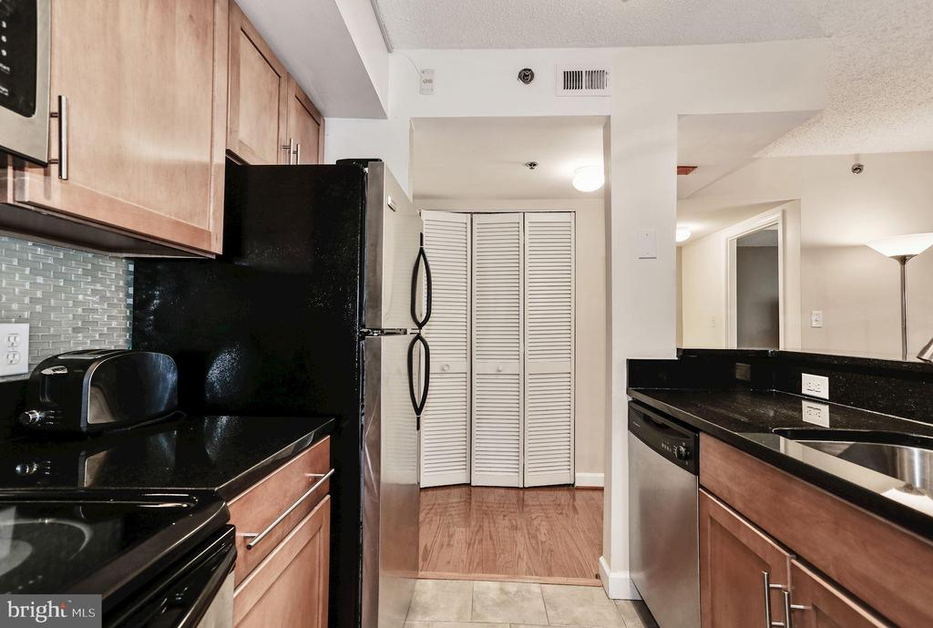 Lots of cabinets - 1024 N UTAH ST #219, ARLINGTON
