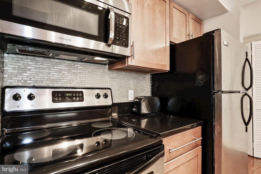 Beautiful tile backsplash - 1024 N UTAH ST #219, ARLINGTON