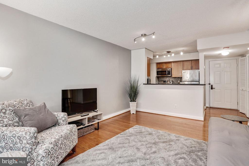 Room for plenty of seating - 1024 N UTAH ST #219, ARLINGTON