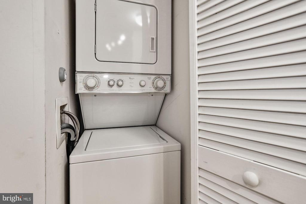 Washer/dryer in unit - 1024 N UTAH ST #219, ARLINGTON