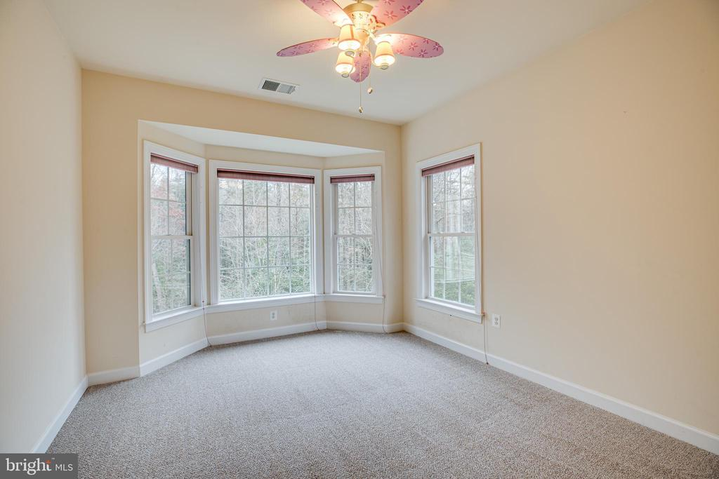 Bedroom 3 with shared bath access. - 11500 BALMARTIN CT, SPOTSYLVANIA