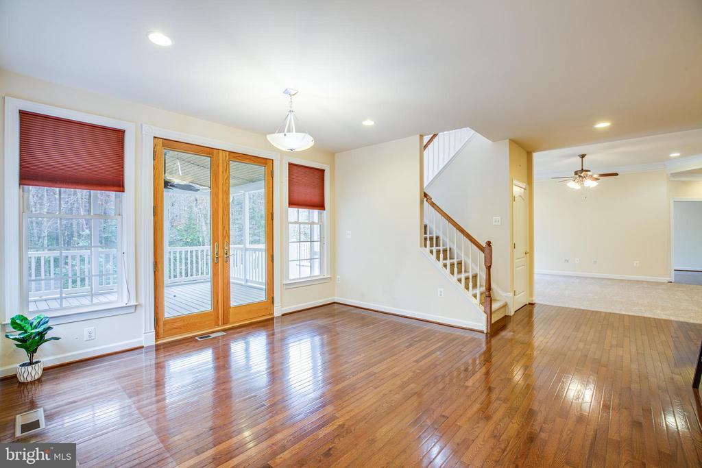 Breakfast area with 2nd stairwell to upper. - 11500 BALMARTIN CT, SPOTSYLVANIA