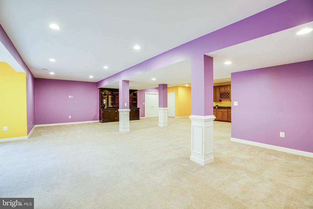 Excellent lighting for billiards or game of choice - 11500 BALMARTIN CT, SPOTSYLVANIA