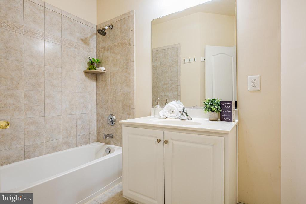 Private Bath on Bedroom 2, nicely done! - 11500 BALMARTIN CT, SPOTSYLVANIA