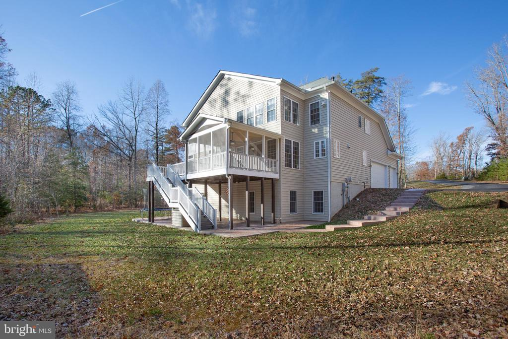 Attractive design views front or back. - 11500 BALMARTIN CT, SPOTSYLVANIA