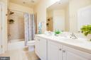 Shared bath for Bedrooms 3 and 4. Dual Vanity. - 11500 BALMARTIN CT, SPOTSYLVANIA