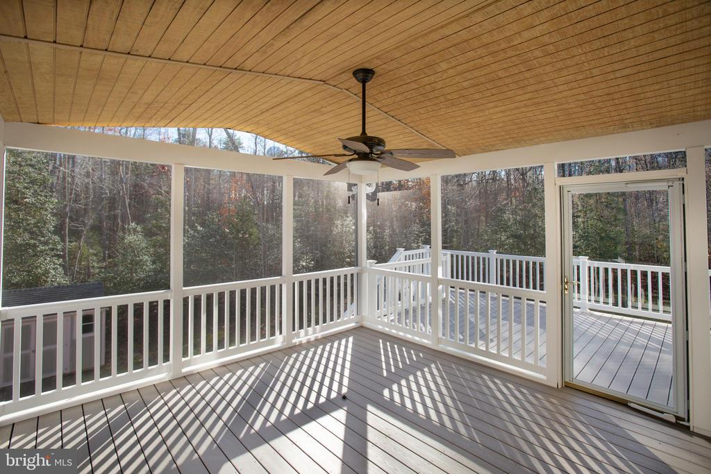 Screened custom deck and porch a real treat! - 11500 BALMARTIN CT, SPOTSYLVANIA