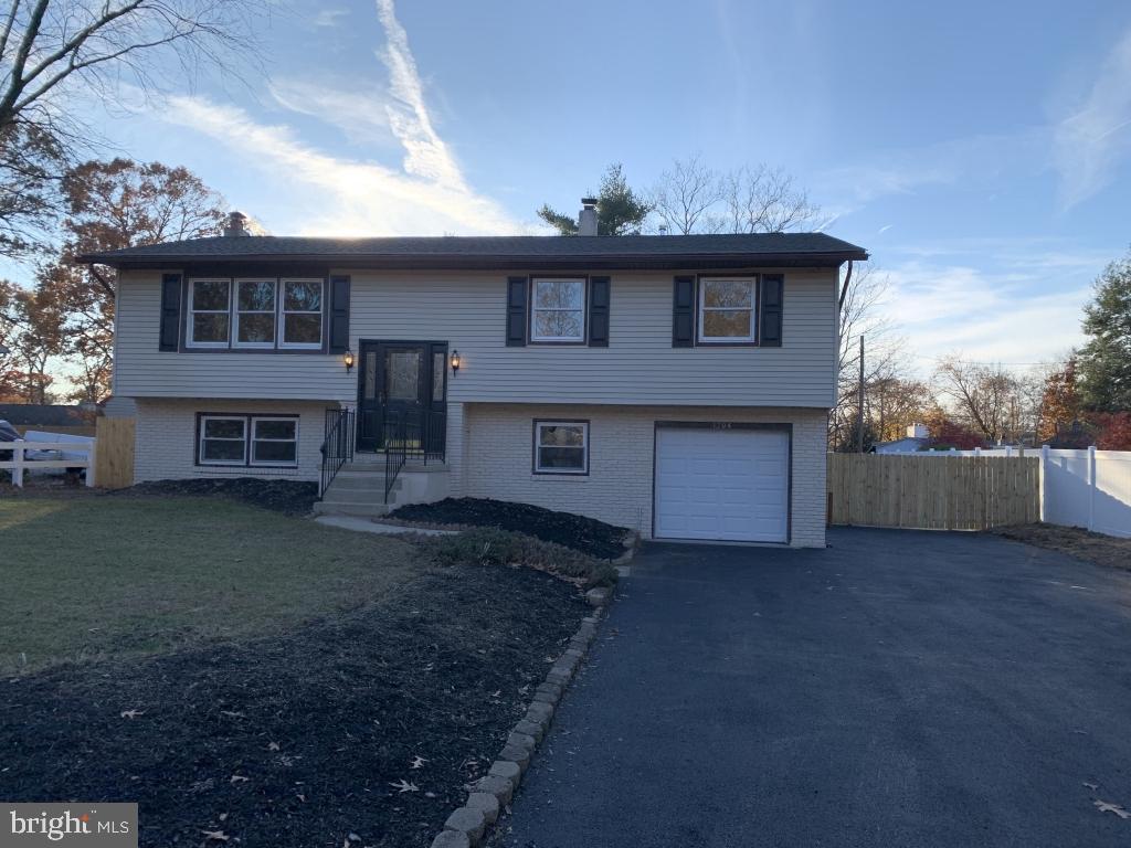 Single Family Homes pour l Vente à West Deptford, New Jersey 08093 États-Unis