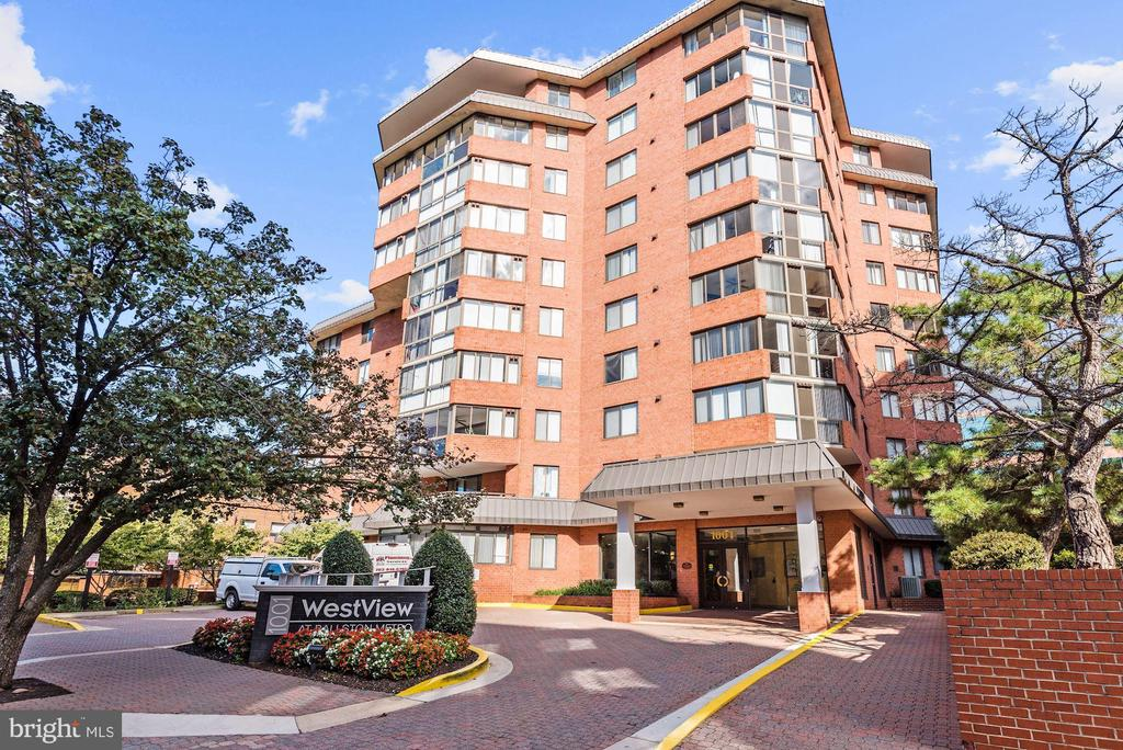 Convenient location with everything you need! - 1024 N UTAH ST #219, ARLINGTON