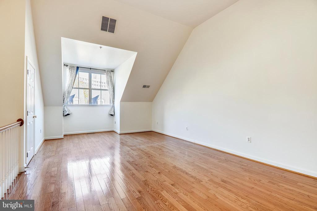 4th Bedroom or  Family Room, Work at home office!! - 812 CAPITOL SQUARE PL SW, WASHINGTON