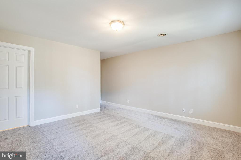New carpet and paint throughout - 11502 GENERAL WADSWORTH DR, SPOTSYLVANIA