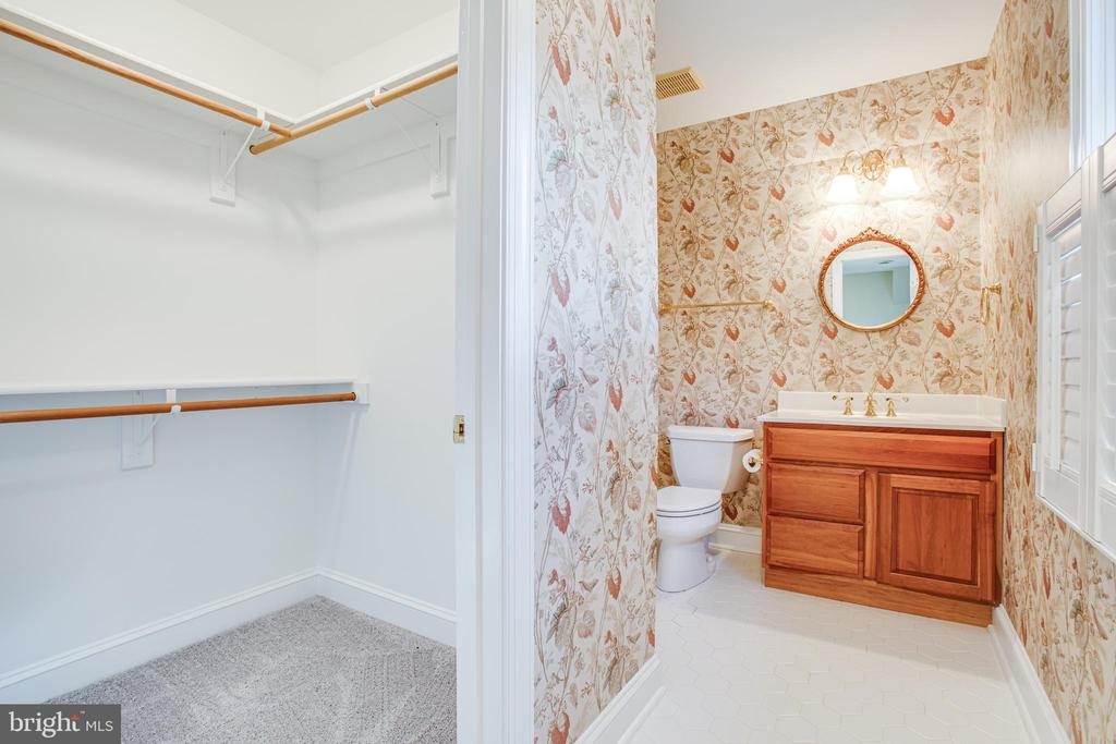 Full ensuite bath on Bedroom 4 - 11502 GENERAL WADSWORTH DR, SPOTSYLVANIA