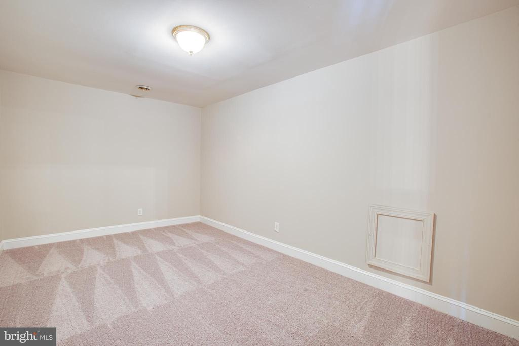 Upstairs storage room or play room - 11502 GENERAL WADSWORTH DR, SPOTSYLVANIA