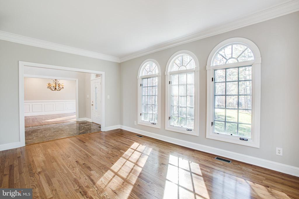 Arched windows dress up the Living Room - 11502 GENERAL WADSWORTH DR, SPOTSYLVANIA