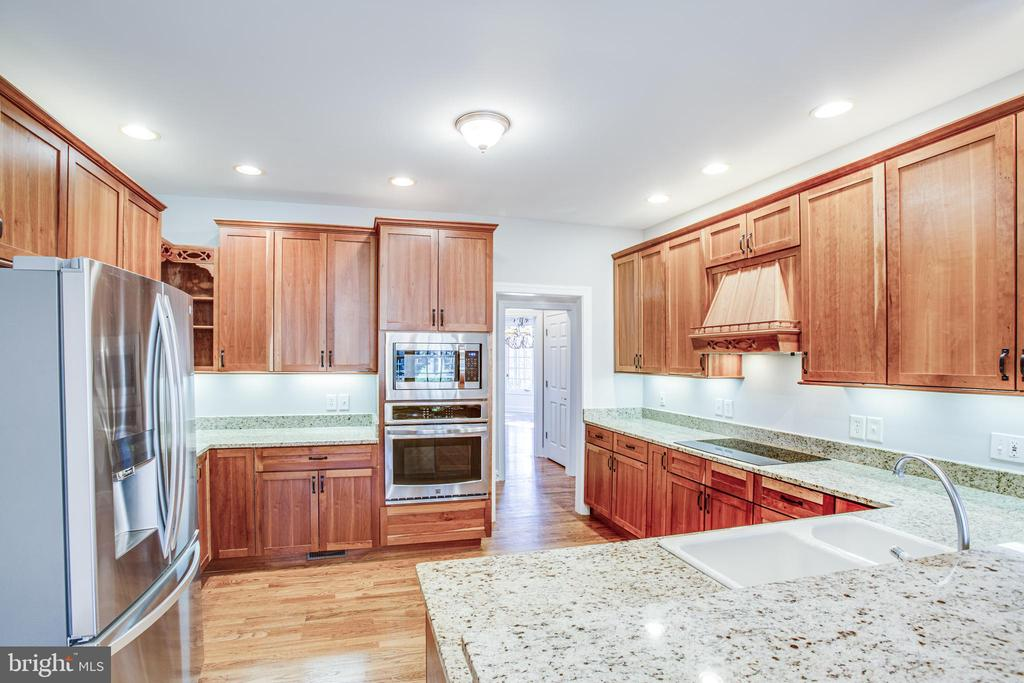 Kitchen features brand new stainless appliances - 11502 GENERAL WADSWORTH DR, SPOTSYLVANIA