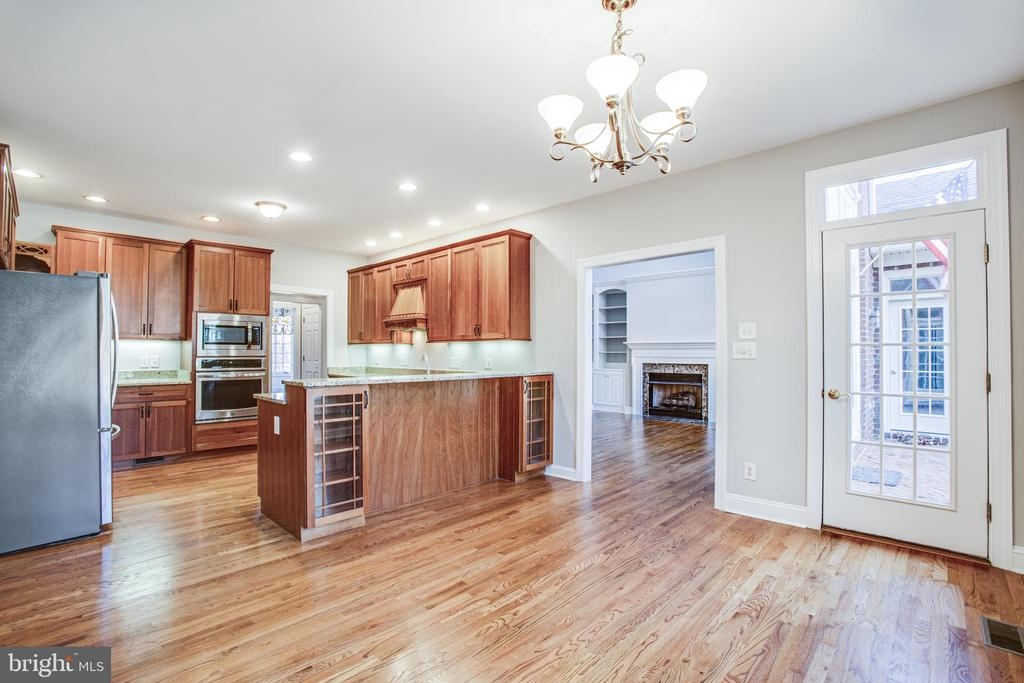 Large Breakfast Area in Kitchen leads to patio - 11502 GENERAL WADSWORTH DR, SPOTSYLVANIA